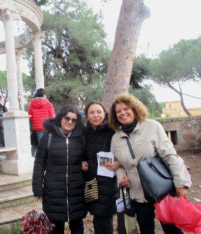 Per la III C, da sinistra, le proff.sse Maria Carmela Reda e Livia Rinaldi con la nostra Daniela Donghia