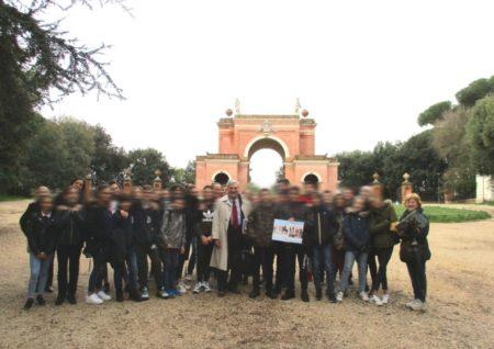 Sui luoghi dei combattimenti del 3 giugno 1849, davanti all'Arco dei Quattro Venti costruito sui ruderi di Villa Corsini