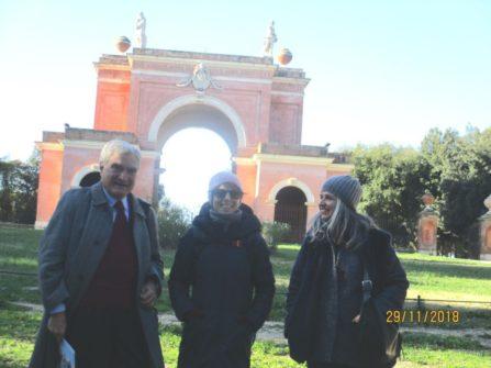 Enrico Luciani con le prof.sse Angelina Rago e Concetta Calabrò all'arco dei Quattro Venti
