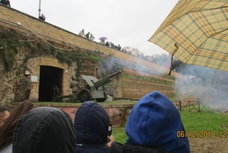 Il cannone spara a mezzogiorno; l'iniziativa partì da Pio IX nel 1847 per regolare l'orario delle campane…