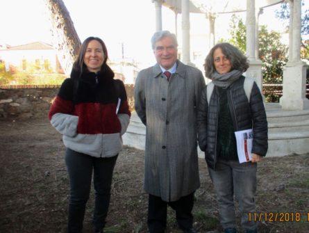 Enrico Luciani tra la prof.ssa Isabella Ghedini Ferri ( a sinistra) e la prof.ssa Elena Angelini