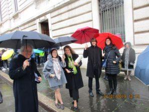 Ruggero e Noemi Grimaldi con il figlio Andrea e i loro amici