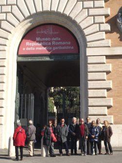 Foto di gruppo al Museo della Repubblica romana