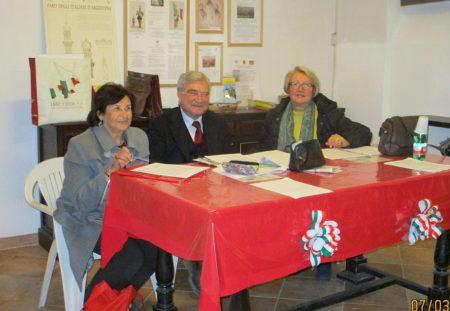 Giovanna De Luca, segretaria dell'assemblea, Enrico Luciani, presidente dell'Associazione, Ines Pietracci, presidente dell'assemblea dei soci