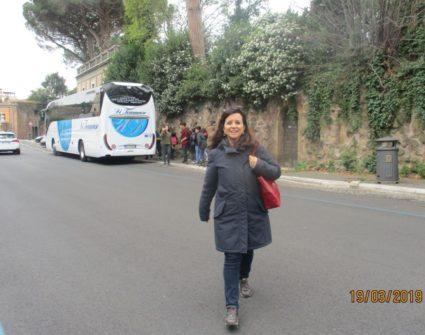 La prof.ssa Claudia Quarcioni, prima di risalire in pullman, ci vuol salutare e ringraziare