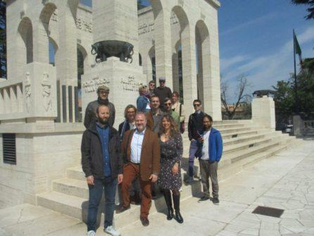Il gruppo al Mausoleo Ossario in foto con Francesco Luciani, Francesca Nassi insieme alla responsabile del Mausoleo, dr.ssa Mara Minasi