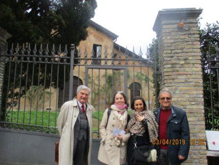 Foto a Casale Merluzzo (accademia Americana), da sinistra: Enrico Luciani, le proff. Vincenzina Dima e M. Rosaria Marchese, Massimo Capoccetti