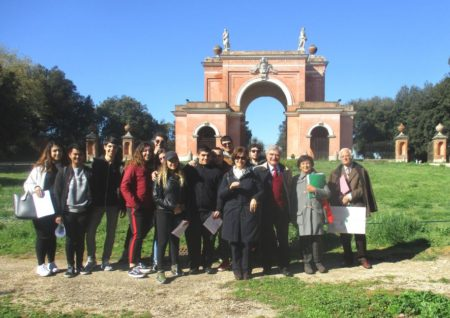 All'Arco dei quattro Venti, ricostruito sui ruderi di Villa Corsini, foto di gruppo per la IV I