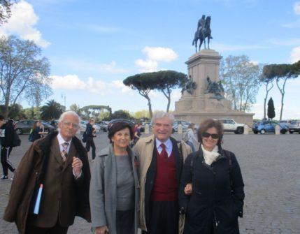 Vittorio Verginelli, Enrico Luciani, Giovanna De Luca in foto ricordo con la prof.ssa Antonella Sparano che ci saluta ringraziandoci vivamente.