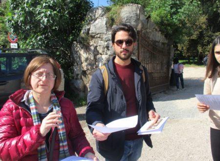 Arriva la II B: l'insegnante Daniela Forni e l'insegnante Rocco Pezzullo