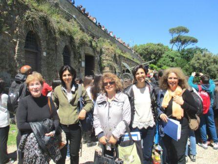 Arrivo al cannone. Da sinistra: la prof. Adriana Falcone, la prof. Daniela Gigante, Daniela Donghia , la prof. Isabella Pagliei, Noemi Grimaldi