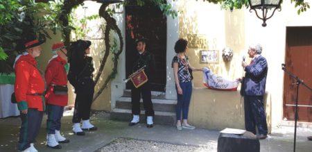Enrico Luciani, presidente Associazione A. Cipriani e Comitato Gianicolo, con Silvia Crescimanno, presidente Municipio XII, scoprono a Casale Giacometti la Targa ricordo per i combattenti del 1849
