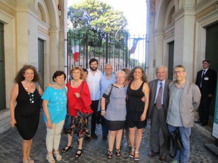 Al gruppo dei soci si unisce anche la dr.ssa Mara Minasi responsabile del Museo
