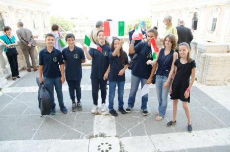 I ragazzi e le ragazze festeggiano per la Repubblica Romana, per la Costituzione e per l'Italia