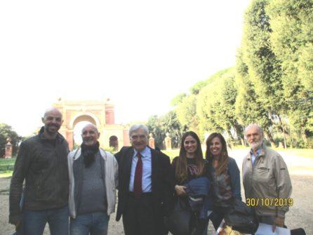 Incontro all'Arco dei Quattro Venti: da sinistra, Dario Ciotoli, Alessandro Granata, Enrico Luciani, Gina Magliulo, la prof. Daniela Liberatori, Mario Savelli