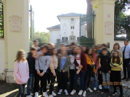 A Villa Spada foto ricordo per la classe III I, richiesta ma non autorizzata, e perciò da oscurare