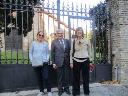 All'ottavo bastione Enrico Luciani tra le insegnanti Paola Rosa e Paola Morille, tra gli applausi dei ragazzi