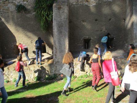 I ragazzi si divertono in visita e cercano di salire davvero sull'ottavo bastione…