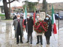 Enrico Luciani, Massimo Capoccetti, Giacomo Bucolo, Giovanna De Luca, portano la corona della nostra associazione