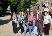 Enrico Luciani arriva subito e si unisce a loro: che combattenti queste donne!
