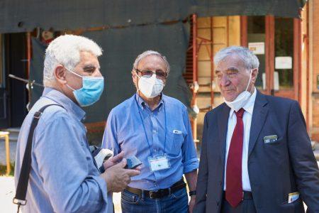 il prof. Giuseppe Monsagrati con Capoccetti e Luciani concorda la presentazione della nuova pubblicazione